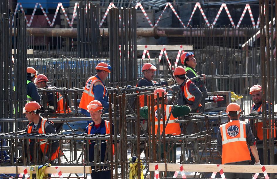 Российских строителей не хватает, а те специалисты, которые остались в Москве, повысили цены на свои услуги