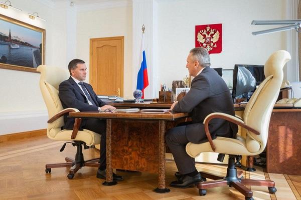 Глава Минприроды РФ Дмитрий Кобылкин (слева) и губернатор Тюменской области Александр Моор