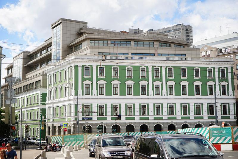 Здание наАрбатской площади,д.1, вкотором располагается штаб-квартира ННК