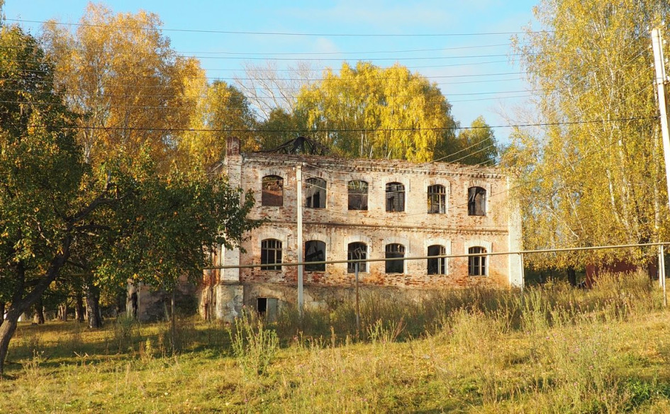Развалины бывшего заводоуправления, которые не дали предпринимателю