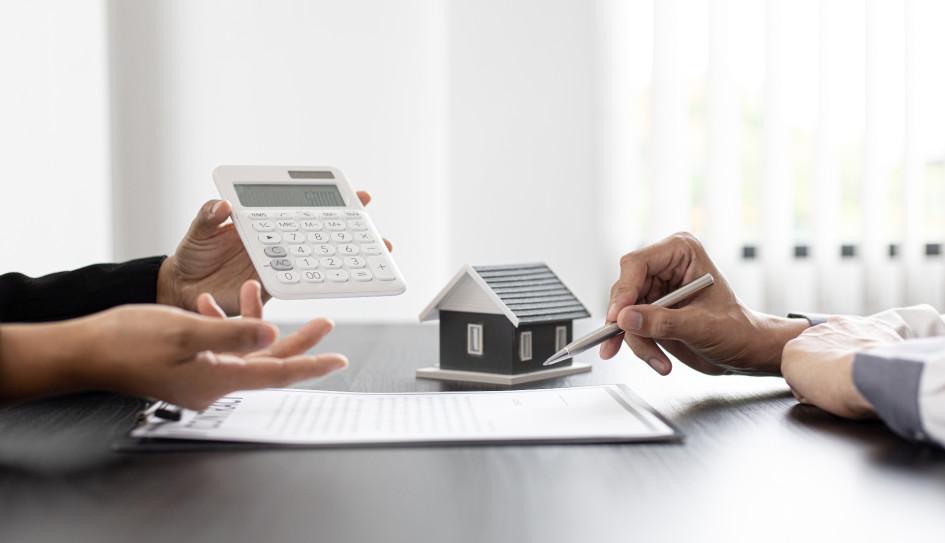 Другим вариантом является рефинансирование ипотечного кредита. Данный инструмент позволяет урегулировать задолженность путем перекредитования