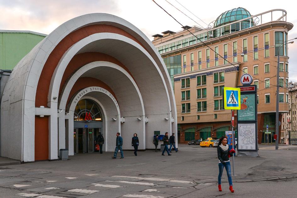 Южный вход на станцию метро «Красные ворота»