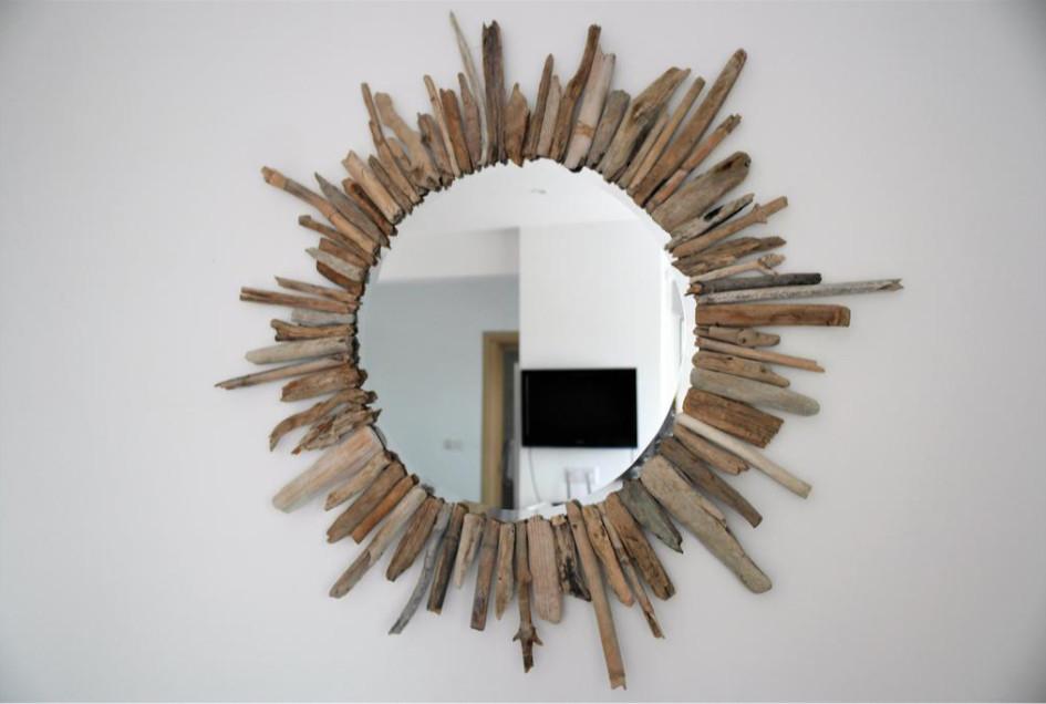 Украшение зеркала ветками