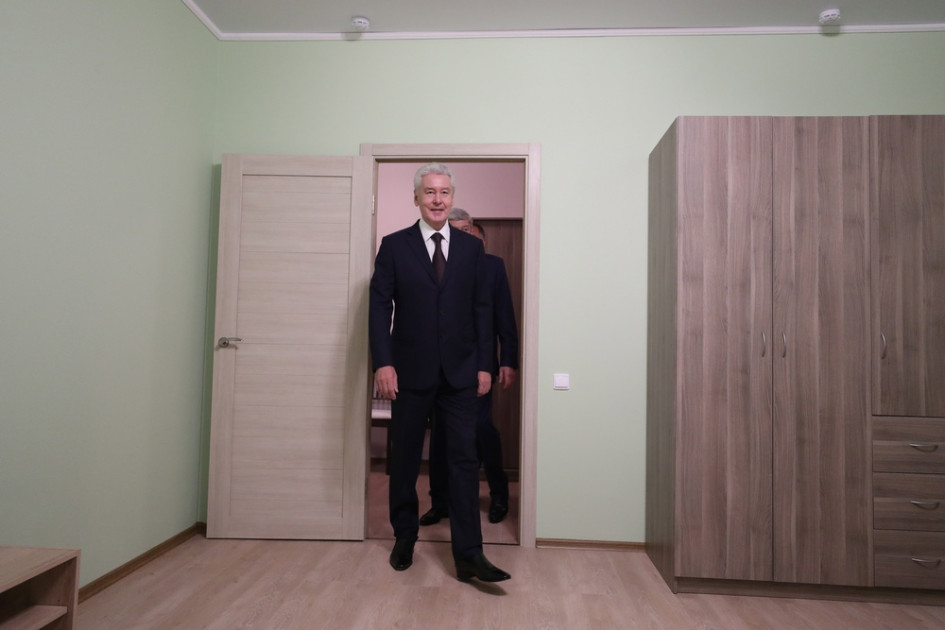 Мэр Москвы Сергей Собянин осматривает шоу-рум квартиры для переселенцев из пятиэтажек