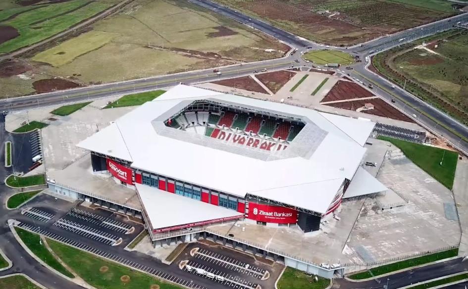Yeni Diyarbakır Stadyumu (Диярбакыр, Турция). Вместимость 33 000 зрителей, сроки строительства — 25 апреля 2014г. — 9 мая 2018г., стоимость строительства — $30,8 млн.