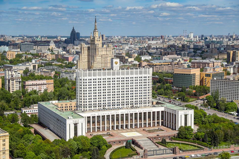 2017 год. Вид на Дом Правительства и жилой дом на Кудринской площади