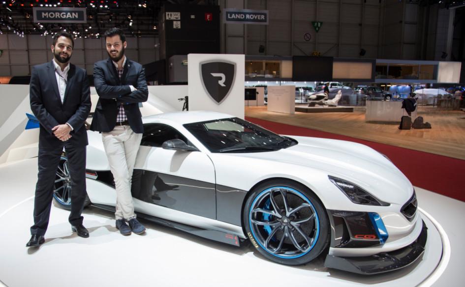 Основатель хорватской автомобильной компании Rimac Automobili Мате Римак на фоне суперкара Concept One