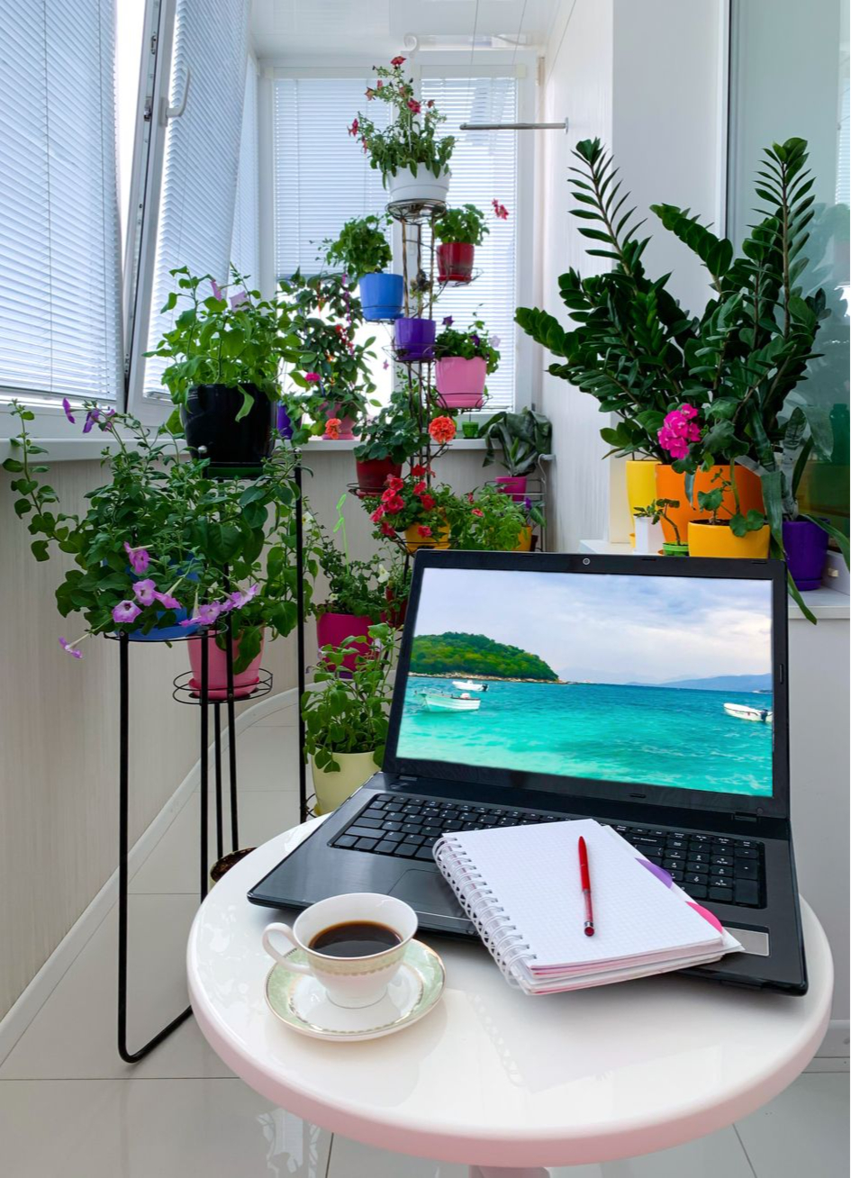 Создайте рабочее место на балконе