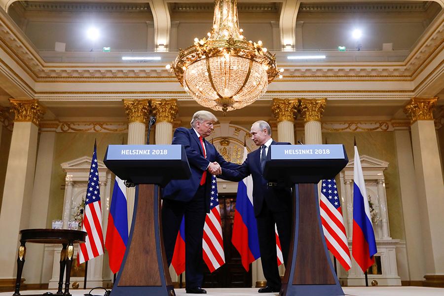 Дональд Трамп и Владимир Путин во время встречи в Хельсинки. 16 июля 2018 года