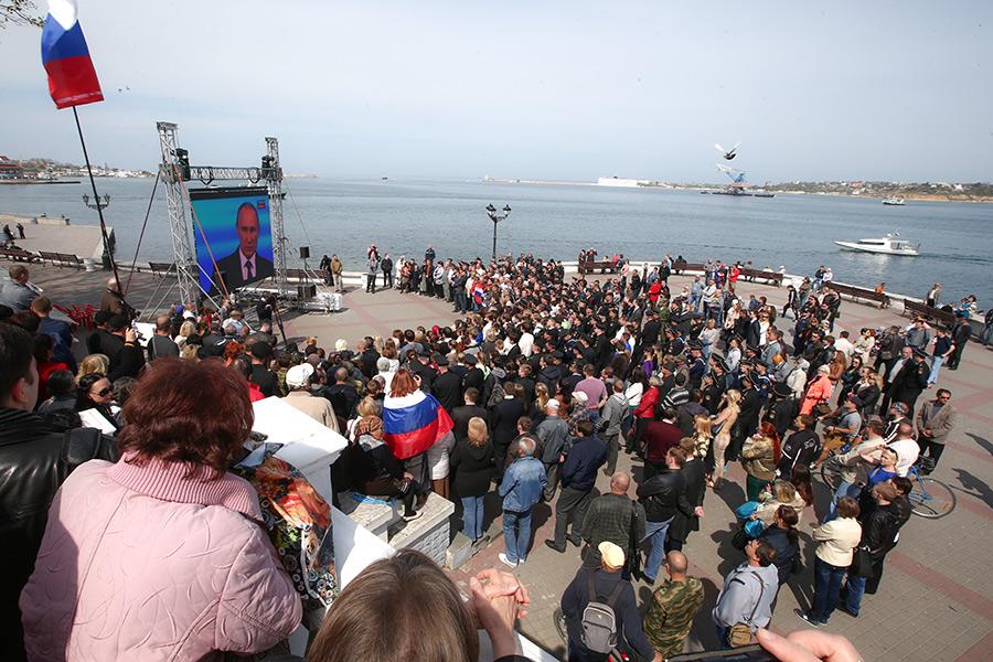 Трансляциятелепрограммы «Прямая линия с Владимиром Путиным» в Севастополе. 2014 год