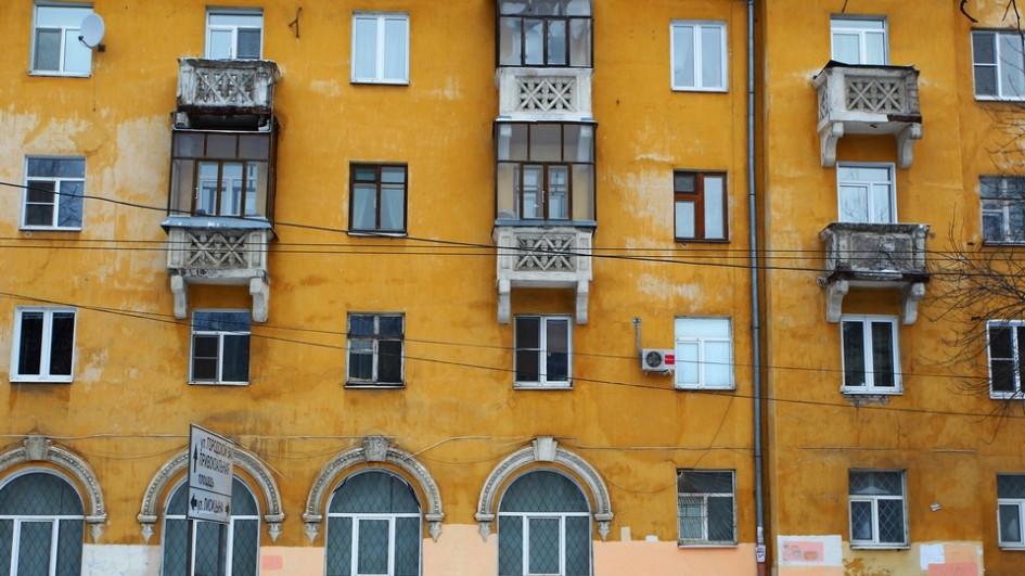 В 1990-е годы появилась мода назастекленные балконы, которые стали своеобразным аналогомдач: сезонные вещи здесь можно было хранить круглый год