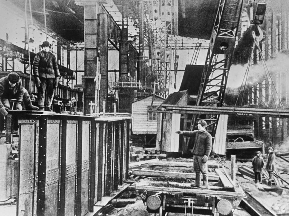 Строительство нового мартеновского цеха на Урале. 1942 год