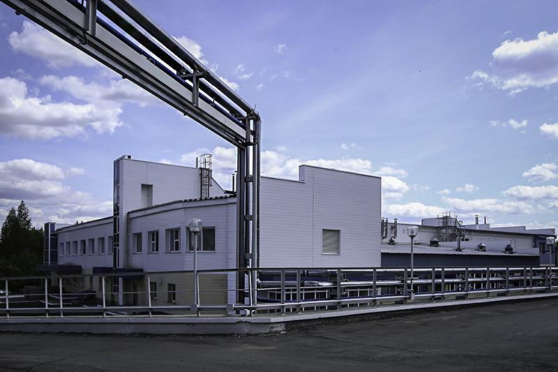 Цеха «Медсинтеза» располагаются в двух зданиях площадью 4700 и 4500 кв. м. Комплекс чистых помещений производства инфузионных растворов занимает 650 кв. м, инсулинов — 386 кв. м. На подходе — третье здание и новый завод площадью 3 тыс. кв. м, на котором будет выпускаться собственная субстанция для производства инсулина