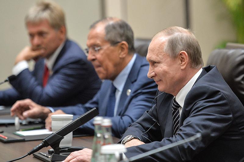 Президент РФ Владимир Путин вовремя встречи спрезидентом США Бараком Обамой вХанчжоу