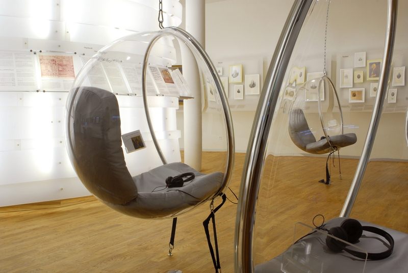 Подвесное кресло-яйцо из пластика