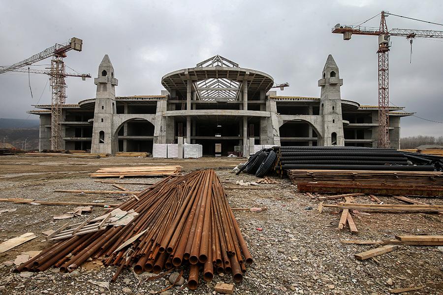 Строящееся главное здание Международного центра Сил специального назначения в Гудермесе. 17 ноября 2016 года