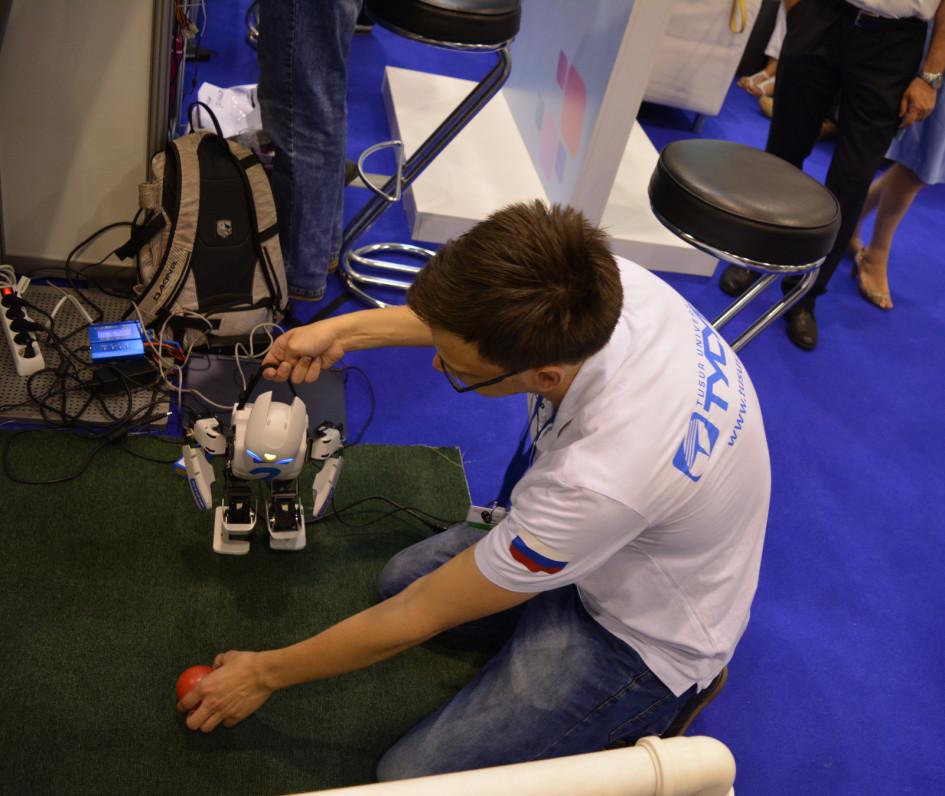 Демонстрация работы интеллектуального робота
