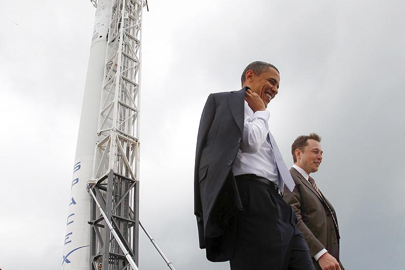 Президент США Барак Обама иИлон Маск наэкскурсии постартовому комплексу SpaceX намысе Канаверал, Флорида