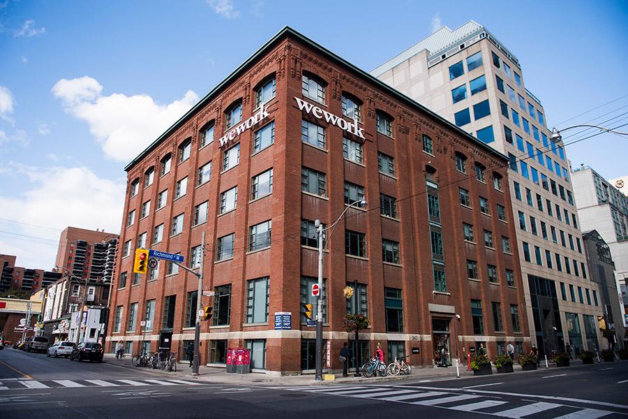 Фасад WeWork в Торонто