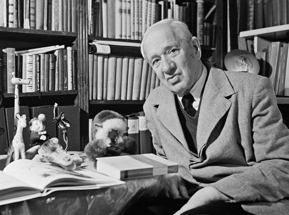 Писатель Корней Иванович Чуковский в своей квартире. 1962 год