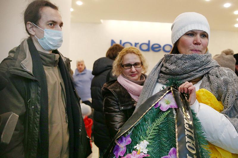 Участники акции протеста валютных заемщиков банка Nordea