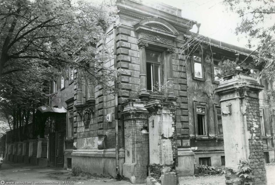 Усадьба торговца резиновыми изделиями Карла Августовича Мейера была построена в конце 1890-х гг. во 2-м Марьинском переулке