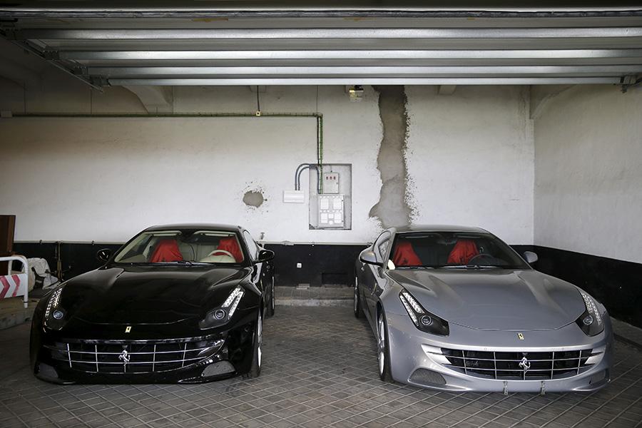 Два Ferrari, подаренныеХуану Карлосу премьер-министром ОАЭ
