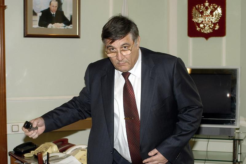Николай Негодов, партнер Михальченко по«Форуму», раньше работал вФСБ ивозглавлял ФГУП «Росморпорт».2003 год