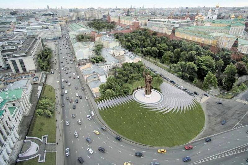 Вид на памятник князю Владимиру на Боровицкой площади (макет)