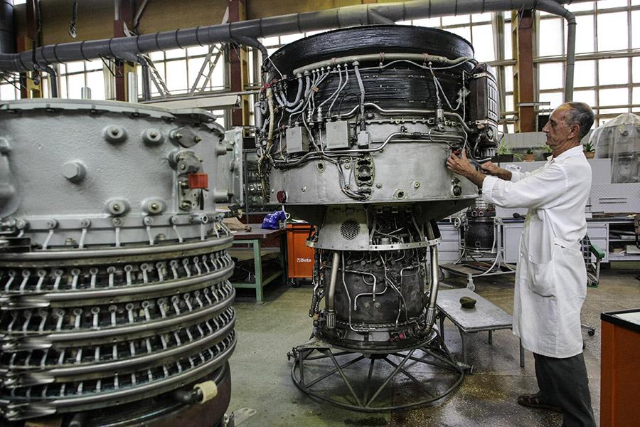Сборка двигателей в цехуОАО «Мотор Сич» в Запорожье