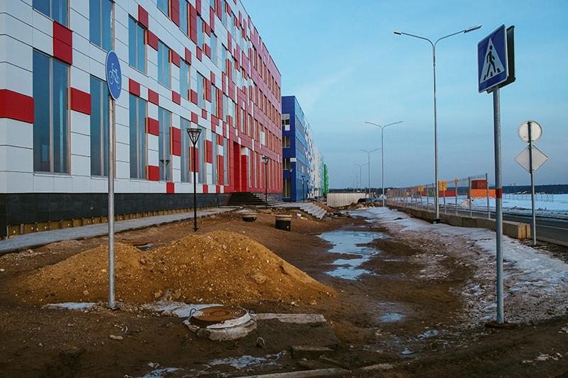 Чтобы выполнить требования закона о «Сколково» в срок, Виктору Вексельбергу пришлось потратить 2,6 млрд руб. на строительство временных зданий технопарка
