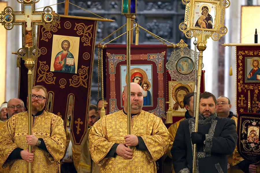 Виталий Милонов (слева)