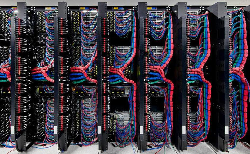 Сетевые кабели в дата-центре IBM cloud