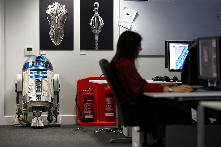 Реплика макета дроида R2-D2