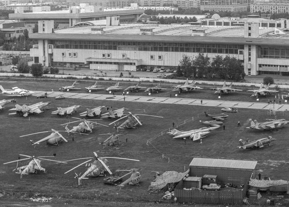 Авиакосмическая выставка на центральном аэродроме Москвы на Ходынском поле в 1993 году