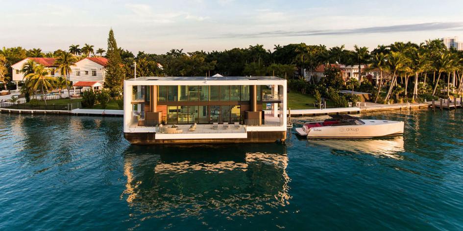 Дизайнерская компания Arkup создала дом-яхту, которая работает на солнечной энергии благодаря специальным панелям на крыше. Здесь также предусмотрена локальная система управления отходами