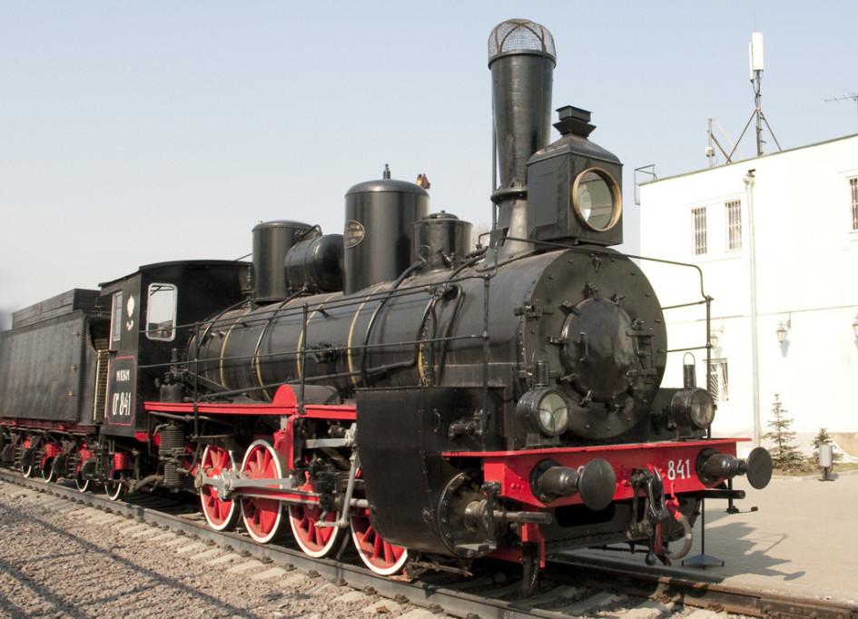 Паровоз серии О, то есть «Основной», работал на железной дороге по всей России. Такие локомотивы начали строить в 1890-х годах и использовали вплоть до советского времени. Машинисты называли эти паровозы «овечками». На снимке — поезд, построенный в 1903 году