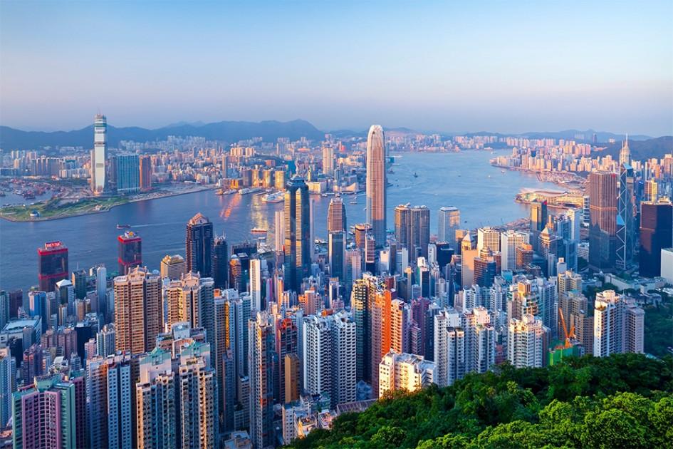 Высокий уровень арендных ставок на офисы в небоскребах Гонконга — $2694 за кв. м в год — обусловлен низкой долей свободных площадей и ограниченностью площади центрального делового района города