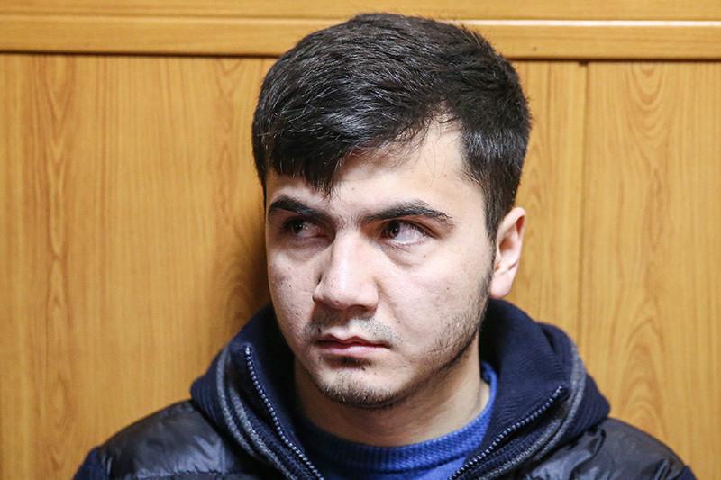 Абдувахоб Маджидов, обвиняемый поуголовному делу вотношенииучастников гонки навнедорожнике Mercedes-Benz Gelandewagen, передоглашением приговора вГагаринском суде