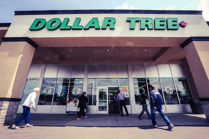 Сеть Dollar Tree насчитывает около 5200 магазинов, а выручка за 2014 год, по оценкам компании, может составить $8,5 млрд