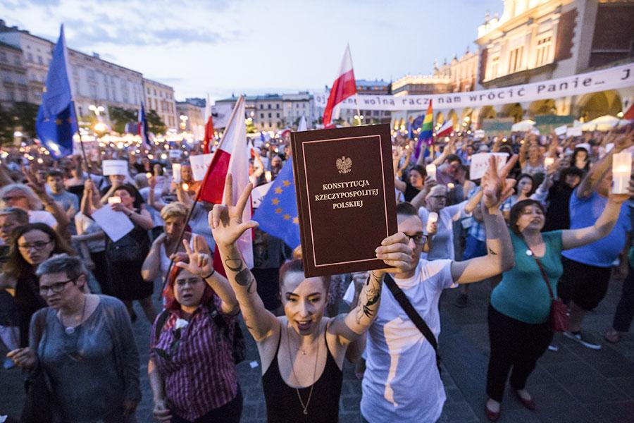 Протестующие на центральной площади в Кракове