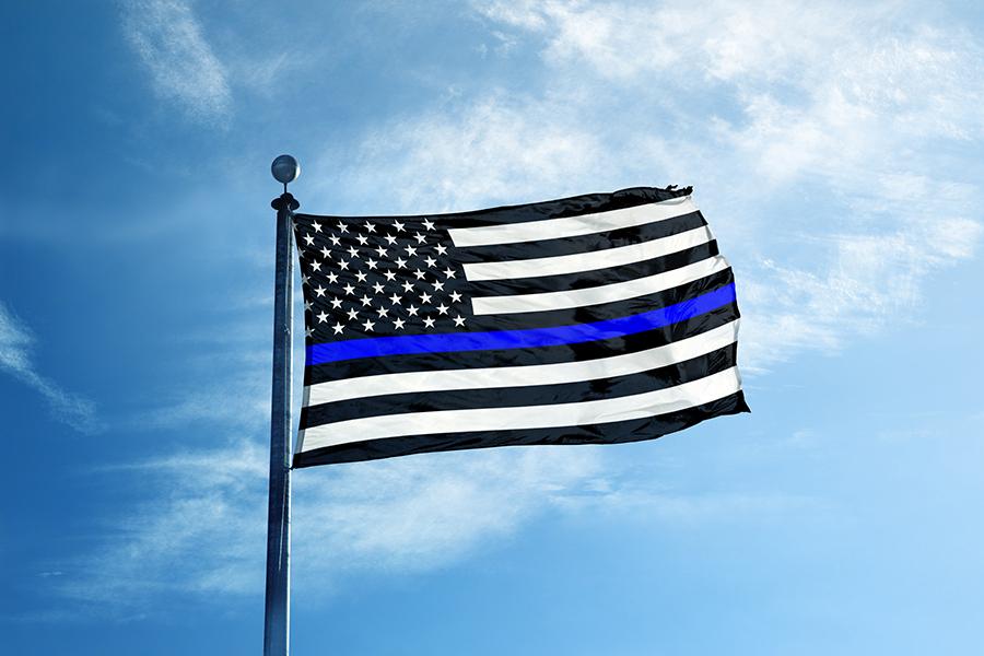 Флаг США с «тонкой синей линией»