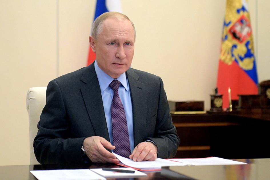 Президент России Владимир Путин в Ново-Огарево проводит совещание с постоянными членами Совета безопаснсти РФ в режиме видеоконференции