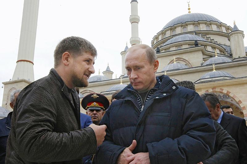 В интервью чеченским СМИ в2011 году Путин говорил, чтоеще Ахмат Кадыров советовал ему обратить внимание насвоего сына Рамзана, тогда—начальника охраны отца. Сам Путин отозвался оКадырове-младшемтак: «Понимаете, когдая походил там [в Грозном] междуруинами, навертолете пролетел, посмотрел—простопервая мысль у меня: возможнолиэто восстановитьи, есливозможно, токогда? Но вот он взялся заэто исделал. Это тожебыло дляменя, честно говоря, удивительно. Думаю, молодец. Я думал, он толькопогорам умеет савтоматом шастать, анет»
