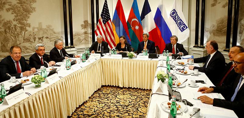 Во время встречи президентов Азербайджана иАрмении Ильхама Алиева иСержа Саргсяна вВене, 16 мая 2016 года