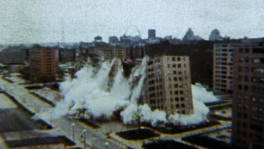 В 1972 году начался снос района. Первыми были взорваны три здания