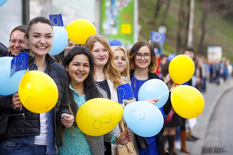 Студенческий флешмоб в Киеве преддверии референдума в Нидерландах, 5 апреля 2016 года