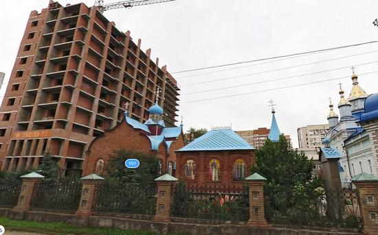 Строительство жилого дома вблизи православного храма в Инорсе