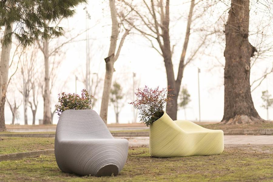 Напечатанные на 3D-принтере парковые скамейки проектаThe New Raw