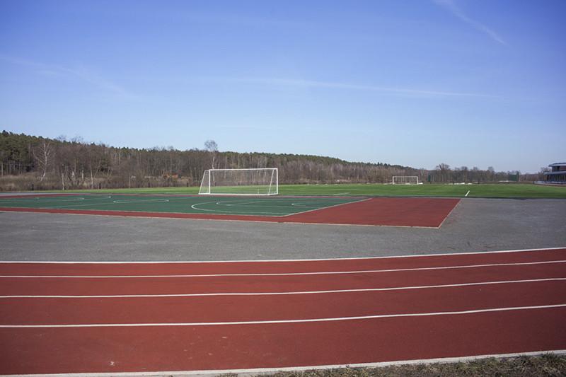 Спорту в Аносино уделяют особое внимание. Помимо футбольного поля в университете есть бассейн, тренажерные залы, а в 7 утра учащихся ждут занятия йогой